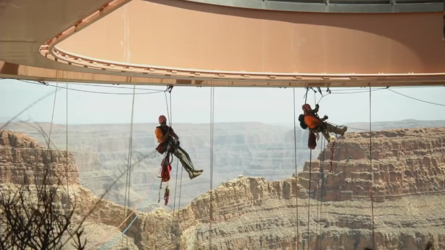 Workers will dangle under Skywalk to clean the glass (KTVK)