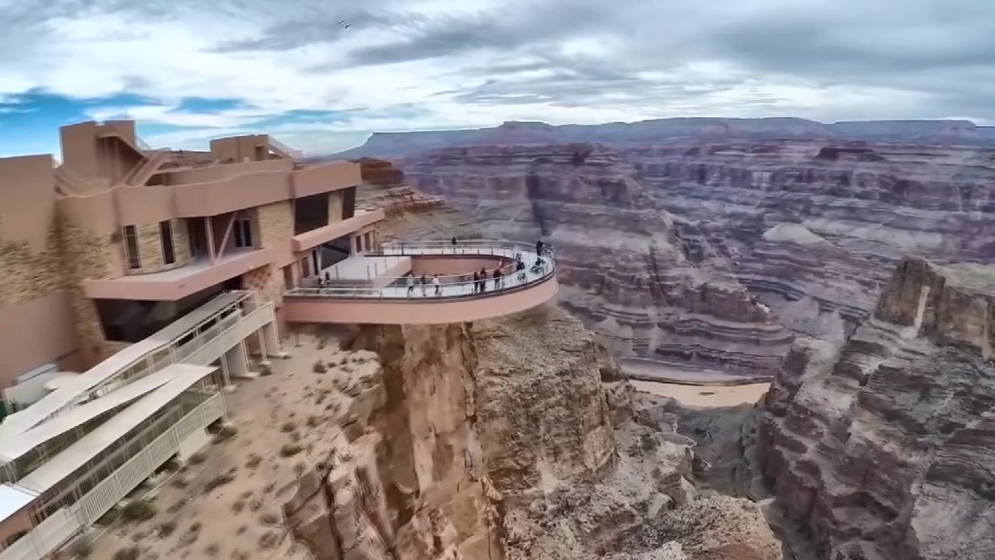 Skywalk juts over the canyon's edge. (KTVK)