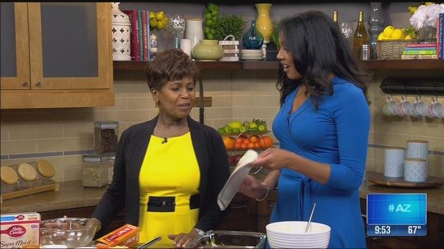 """Zee"" de Florias (left) joins her daughter Lina de Florias for a Mother's Day recipe. (Source: KTVK)"
