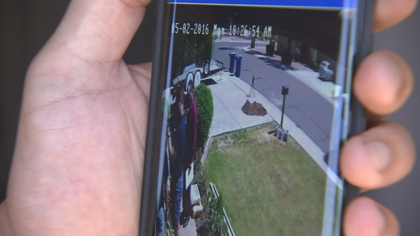 The whole transaction was recorded by Schlaht's home surveillance system. (Source: 3TV)