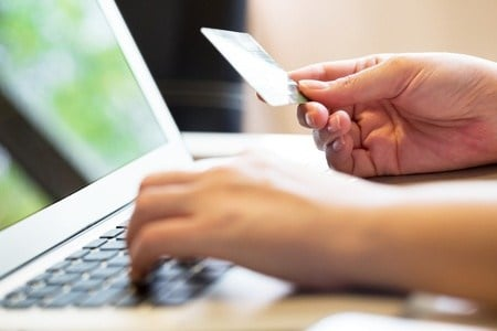 How can online shoppers know they're really getting a bargain? Well, it just might depend on the computer they're using. (Source: tuthelens via 123RF)