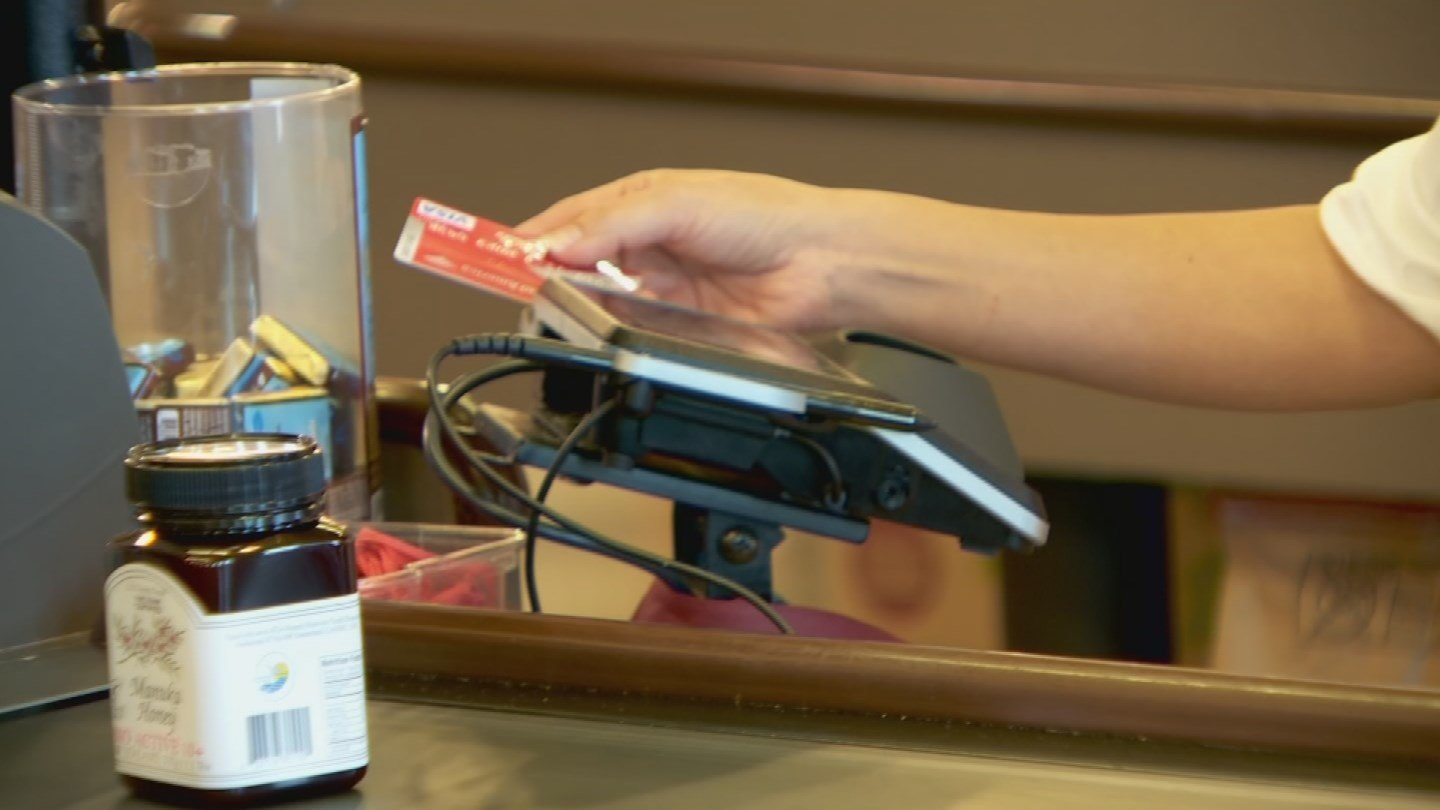 Swiping a credit card is less secure than using a chip card reader. (Source: 3TV)