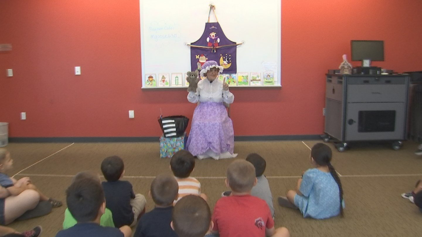 Jan Sandwich plays a real-life Mother Goose in Avondale. (Source: KPHO/KTVK)