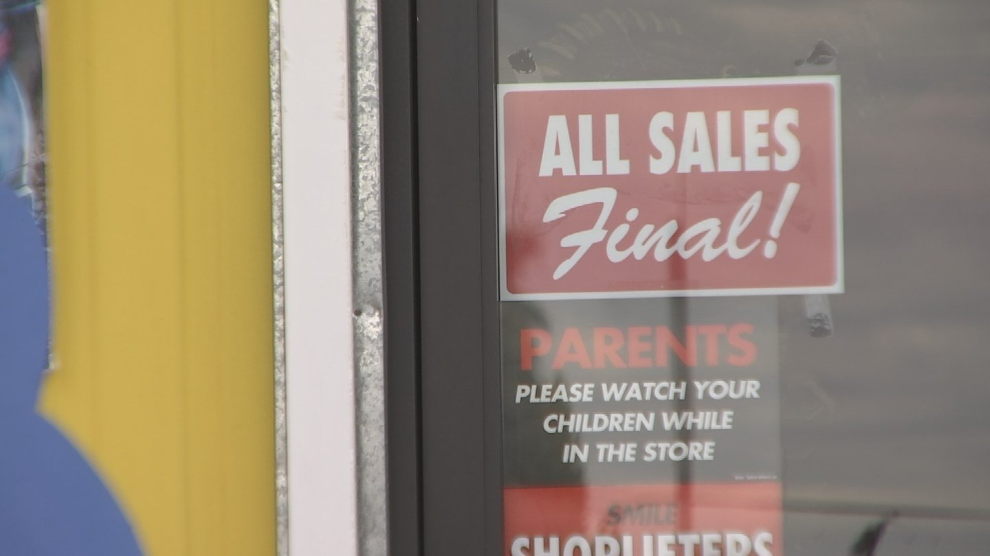 Easley's Fun Shop says it makes its no refund policy obvious for consumers. (Source: 3TV)