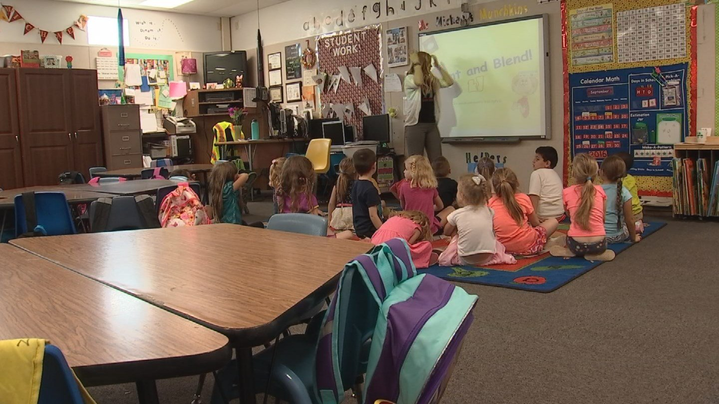 Right now, the Arizona government pays for half-day kindergarten. (Source: 3TV)