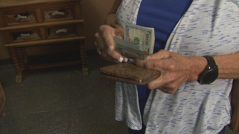 Darlene Wells gave $600 to McCade Waite after his hoverboard broke. (Source: 3TV)