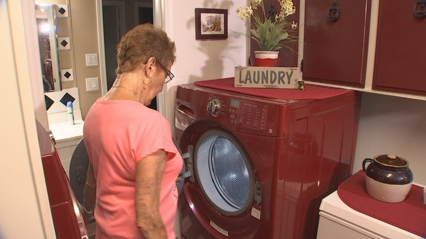 Gloria Azure said a foul smell is coming from her front-load washer. (Source: 3TV)