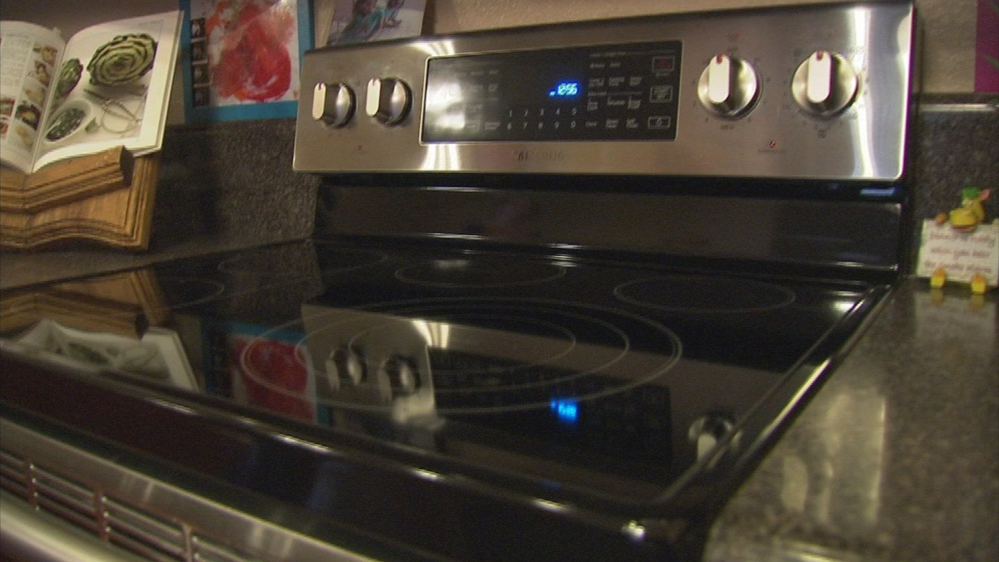 Jessicah Lynch received a new Samsung oven after her Kenmore oven's glass shattered. (Source: 3TV)