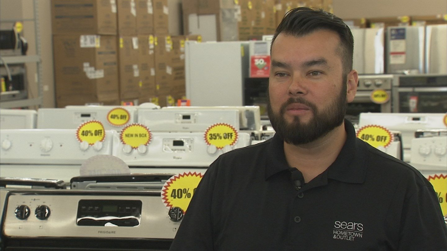 The franchise owner of a North Phoenix Sears Outlet replaced Lynch's oven. (Source: 3TV)
