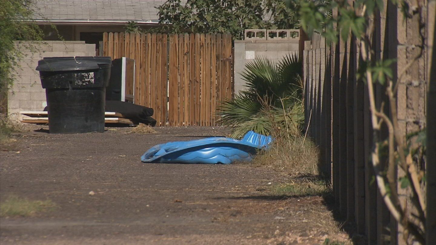 The City of Tempe is asking residents to clean up the alley behind their houses. (Source: 3TV)