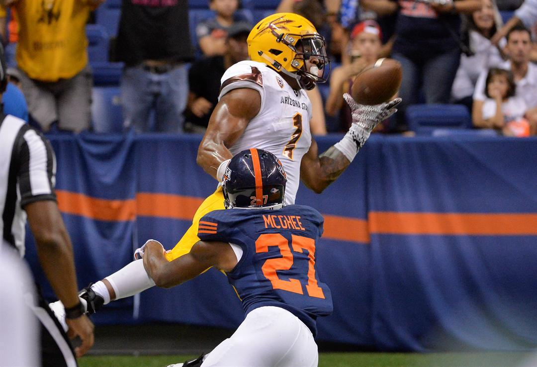 N'Keal Harry hauls in a touchdown pass against UTSA (AP Photo/Darren Abate)