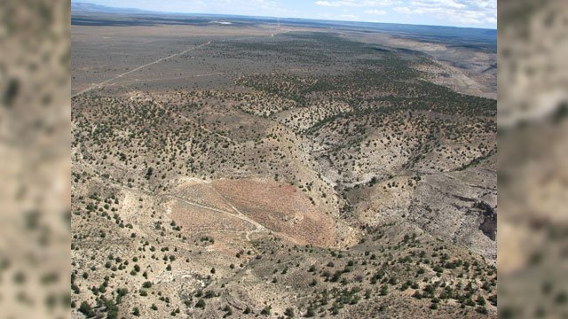 The former Pigeon Mine in northern Arizona is seen here looking towards the northeast. (Source: Donald Bills, USGS. Public domain.)