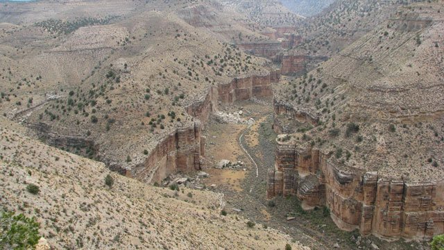 Here, Pigeon Spring emerges in Pigeon Canyon just before it merges with Snake Gulch in northern Arizona. (Source: Donald Bills, USGS. Public domain.)