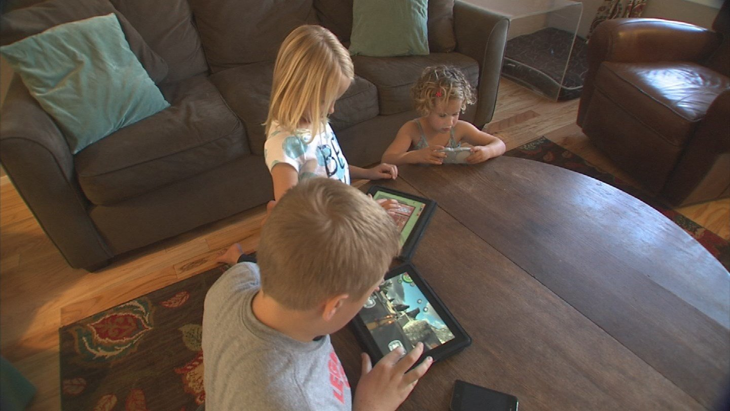 Parenting experts say new technology can be both helpful and harmful to kids. (Source: 3TV/CBS 5)
