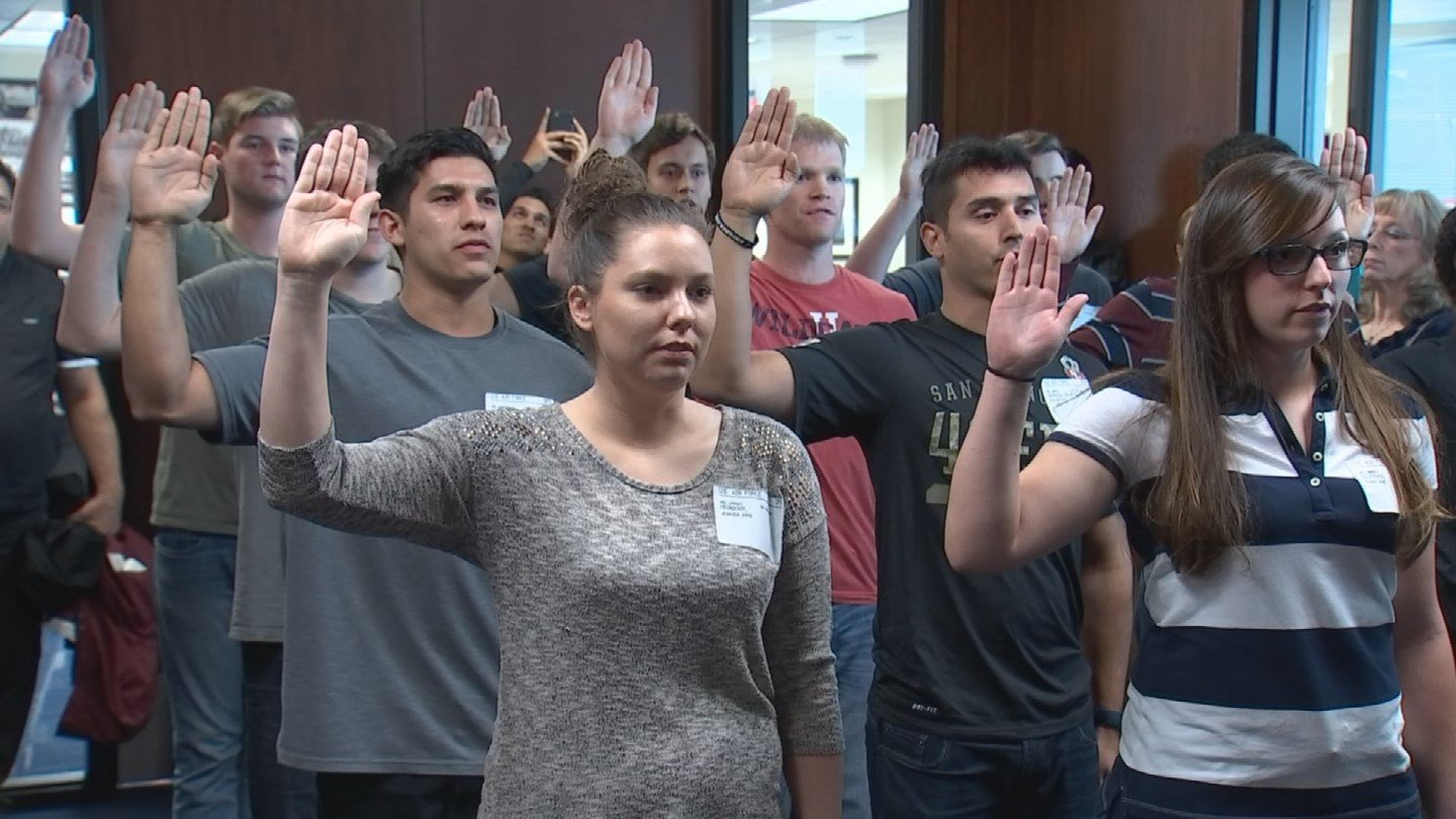 Applicants take the oath at the Military Entrance Processing Station in Phoenix. (Source: CBS 5)