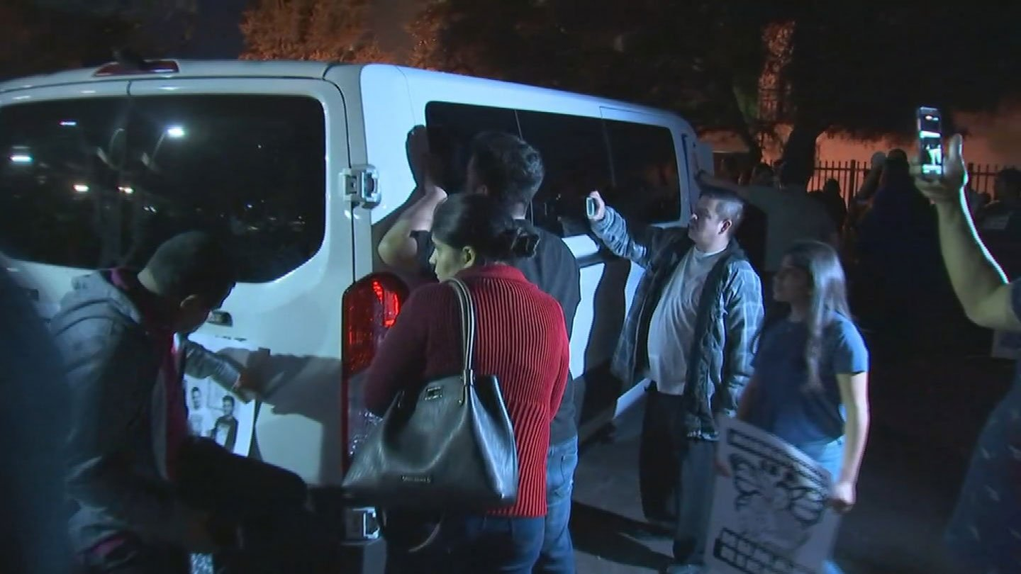 Seven arrested at deportation protest for Valley mom in Phoenix
