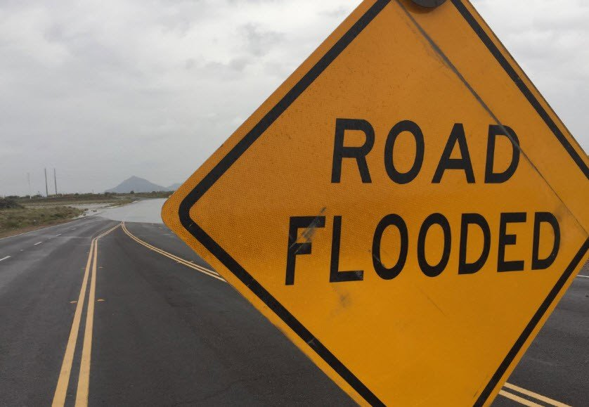 Salt River overflows at McKellips near Loop 202. (Source: Jim Fry, 3TV/CBS 5)
