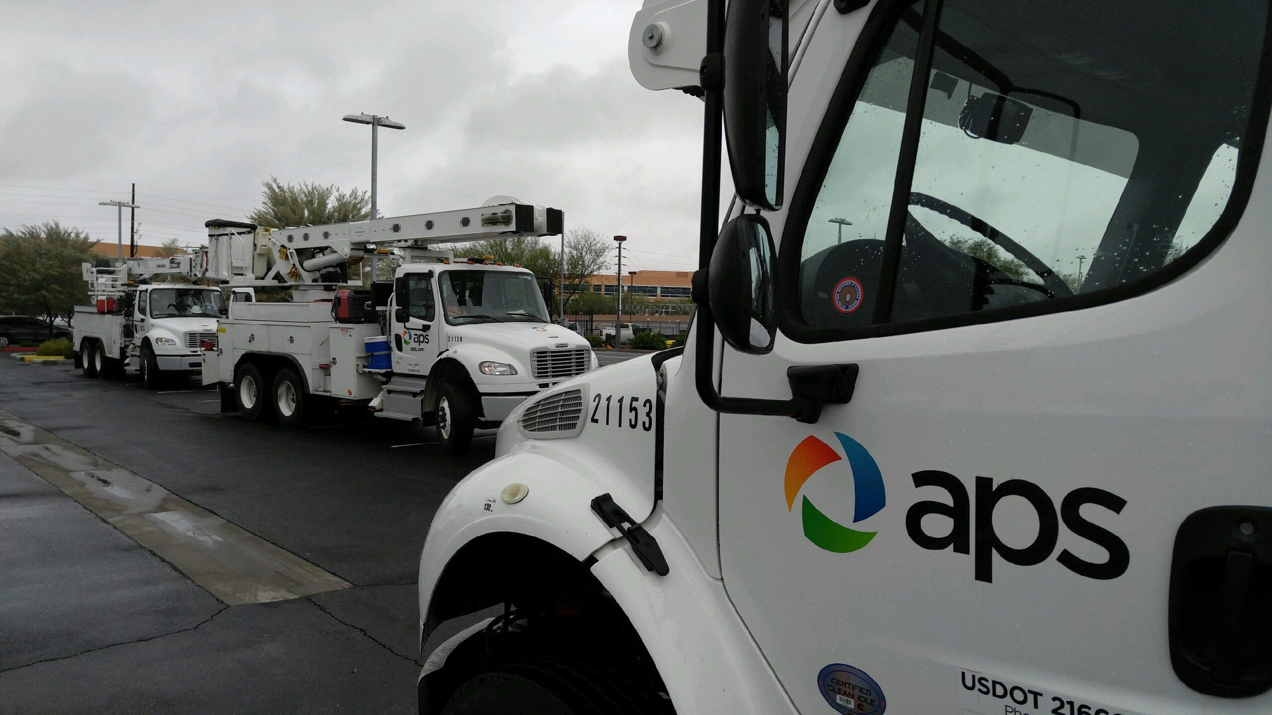 APS crews departed for California Sunday morning. (Source: Mike Schmidt, 3TV/CBS 5)