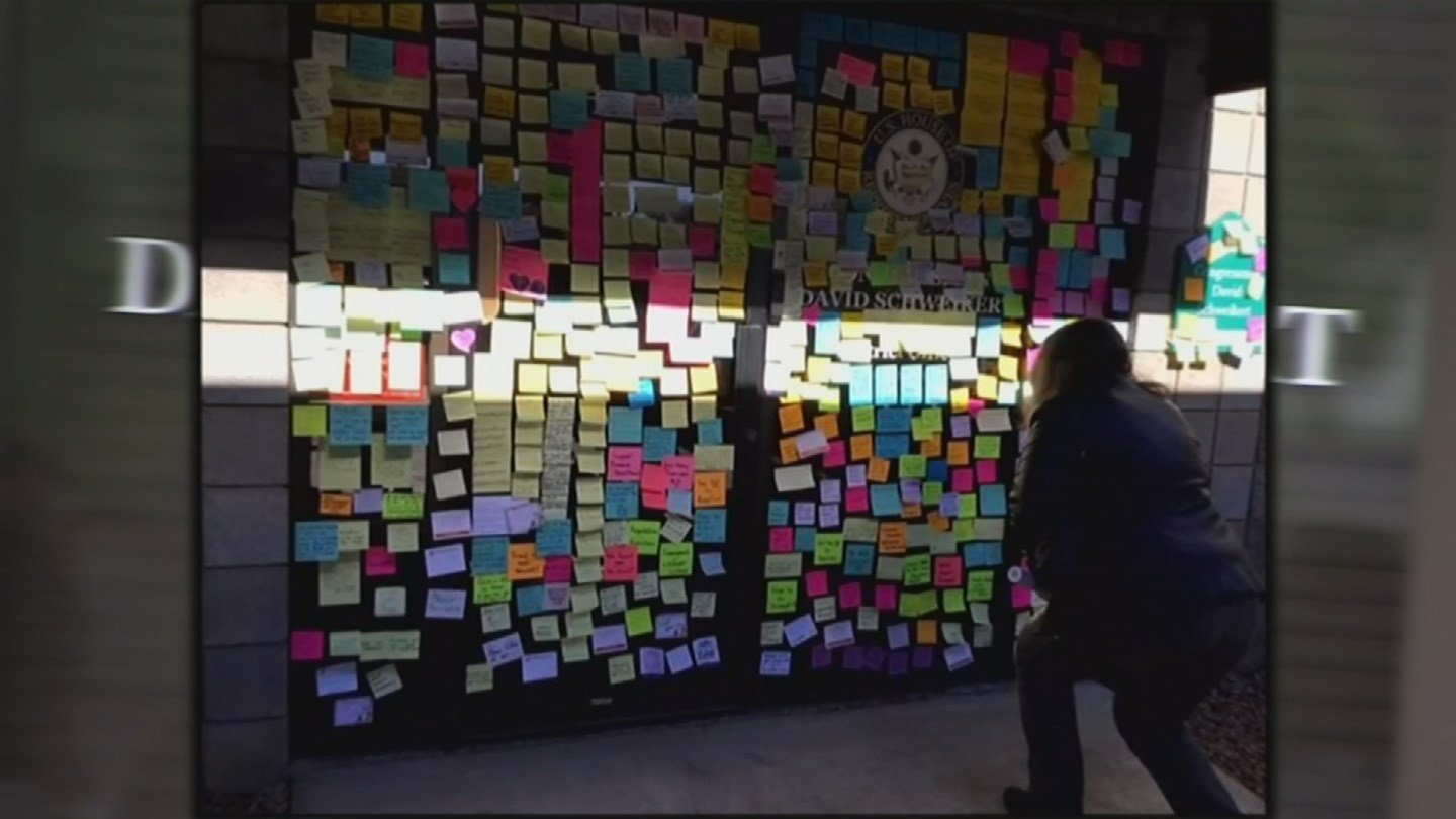 The women put Post-It Notes on Schweikert's windows with questions they'd like to ask in person. (Source: 3TV/CBS 5)