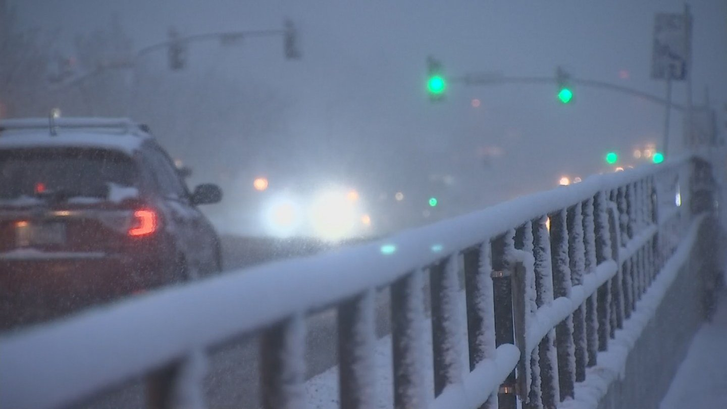 The snow started coming down in Flagstaff on Monday evening. (Source: 3TV/CBS 5)