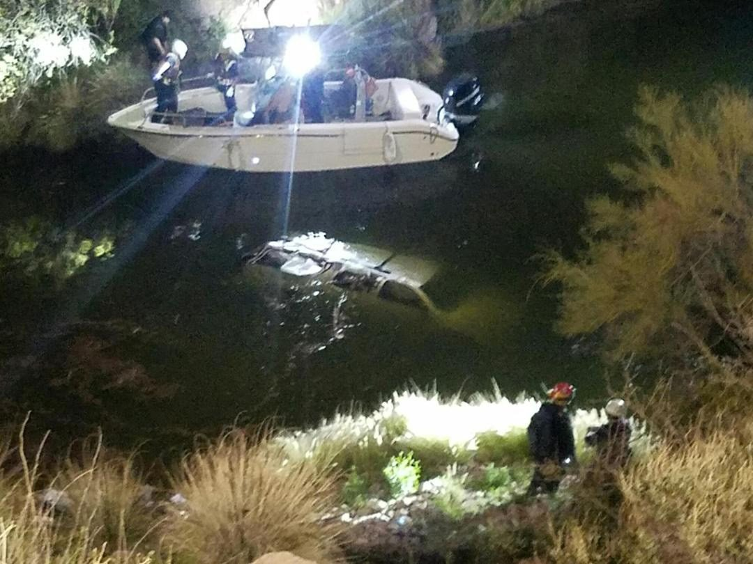 Rescue crews locate submerged SUV. (Source: Superstition Fire & Medical District)