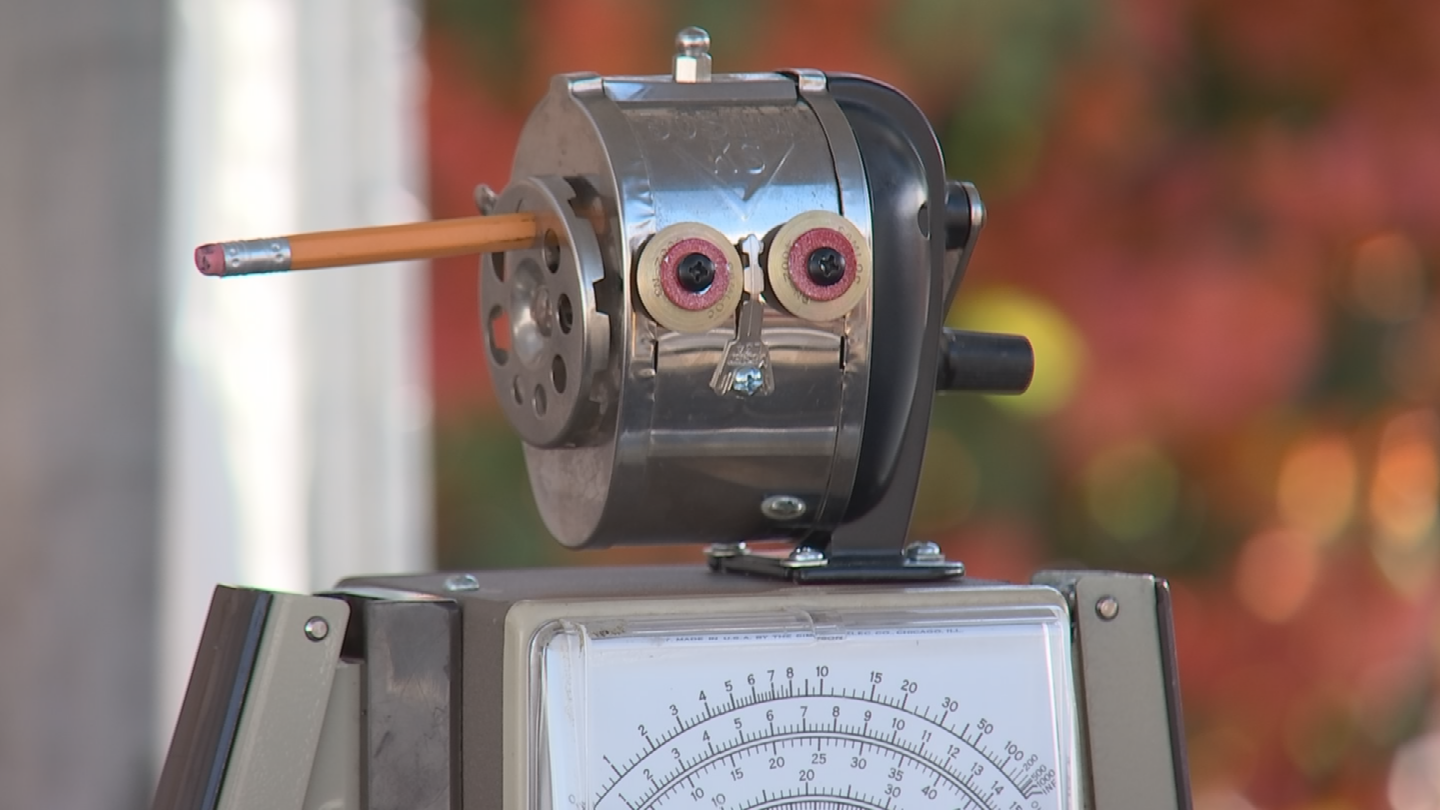 Brannanbuilds robots out of recycled materials. (Source: 3TV/CBS 5)