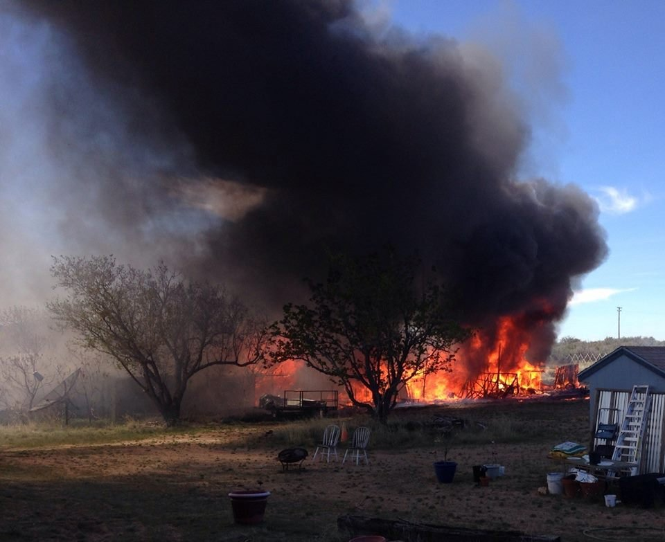 Structure fire on Veda Lane, Wilhoit. 26 March 2017  [Source Yavapai County Sheriff Department]