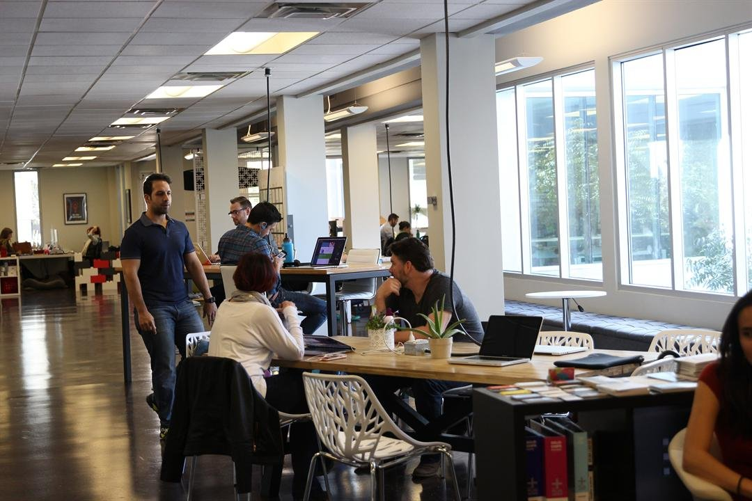 The Valley has more than a dozen coworking spaces, including CO+HOOTS in Phoenix. (Source: Erica Apodaca/Cronkite News)