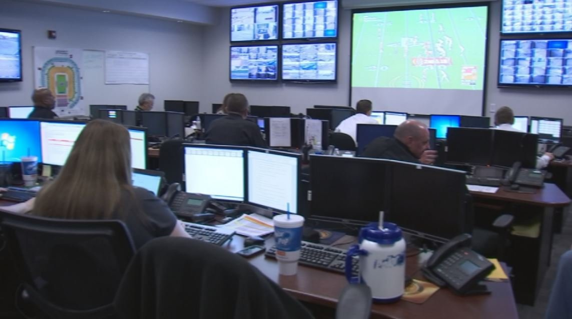 Inside the Glendale Emergency Management Center. (Source: 3TV/CBS5 News)