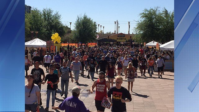 Thousands walked toward the stage to get ready for the concert on Sunday. (Source: 3TV/CBS 5)