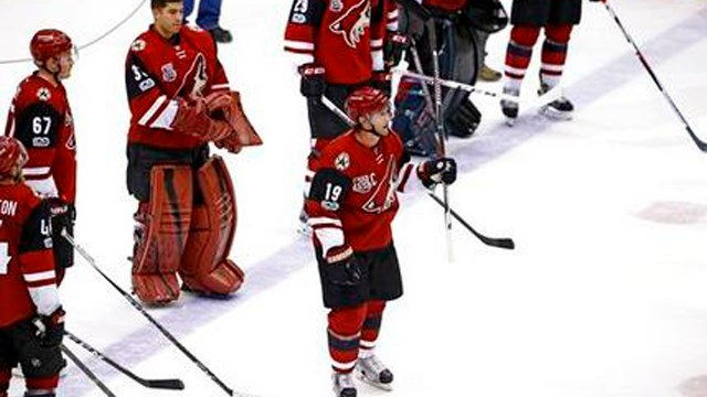Arizona Coyotes' Shane Doan (19) waves to the crowd after the team's NHL hockey game against the Minnesota Wild Saturday, April 8, 2017, in Glendale, Ariz. The Wild defeated the Coyotes 3-1. (Source: AP Photo/Ross D. Franklin)
