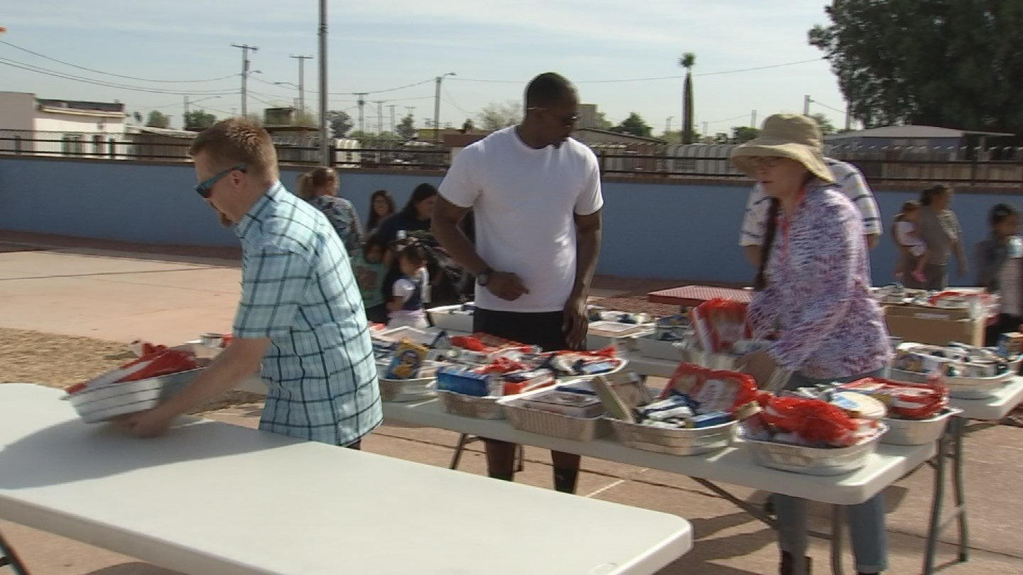 Volunteers set up an Easter lunch at a mobile home park in Avondale. (Source: 3TV/CBS 5)