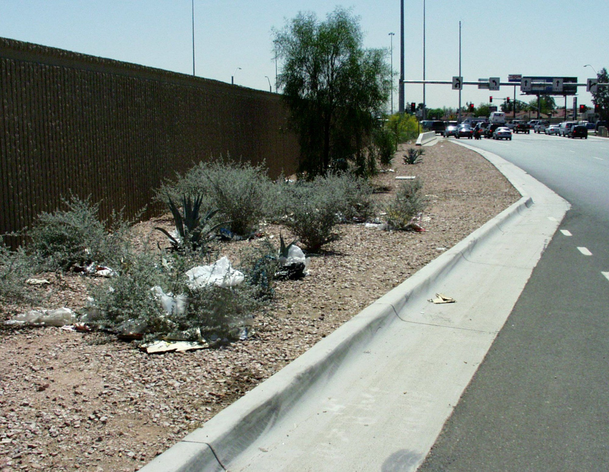 There's a special hotline for those who want to report littering on Arizona freeways. (Source: 3TV/CBS 5)