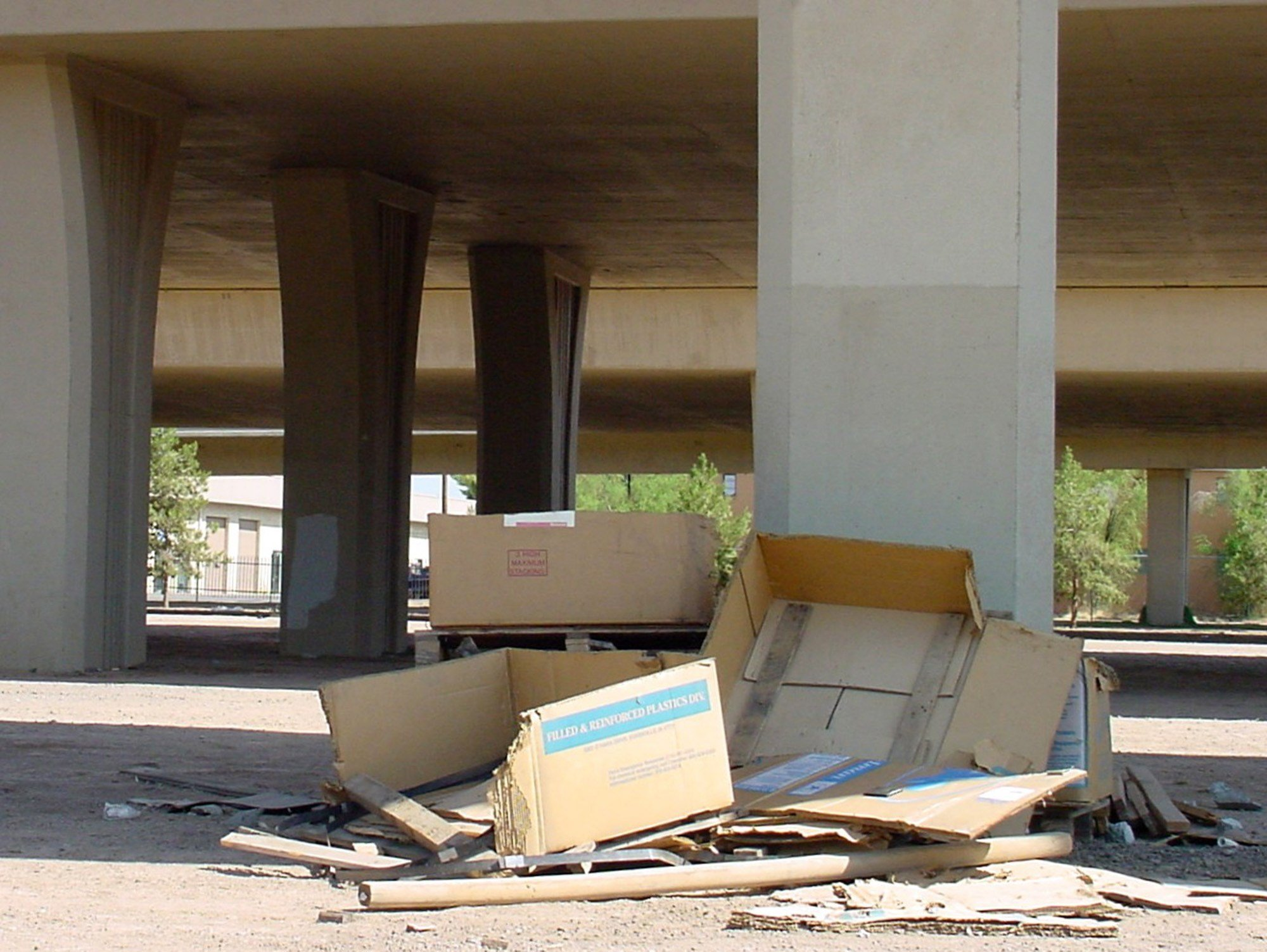 Taxpayers pay more than $6 million each year to clean up litter along Arizona highways. (Source: 3TV/CBS 5)
