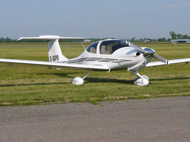 Diamond DA40 file photo (Source: Wikipedia)