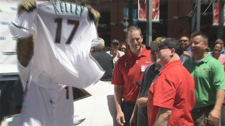 The Arizona Diamondbacks' mascot was there too and gave Kelley a new D-backs jersey. (Source: 3TV/CBS 5)