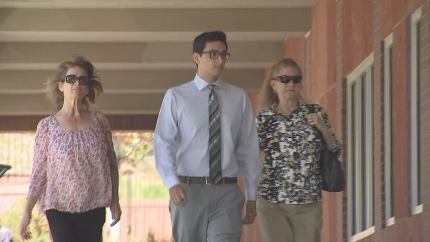 Steven Jones walking into court Tuesday (Source: 3TV/CBS 5)