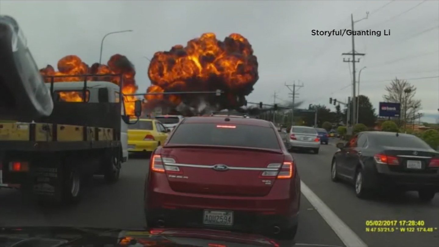 A plane crashed next to a busy street, sending giant fireballs in the sky in Washington. (Source: Storyful/Guanting Li)