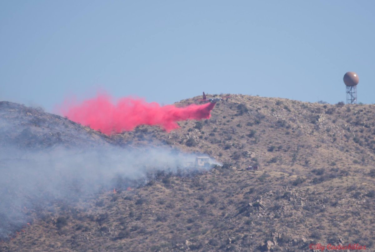 Air tanker performs a slurry drop on the Mulberry fire near US83. (6 May 2017)