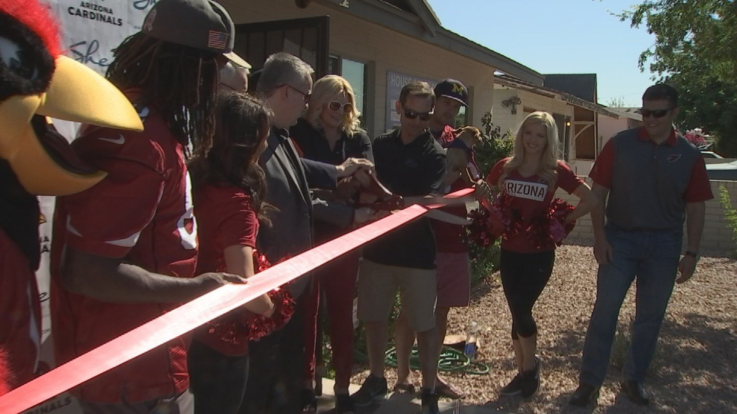 The Arizona Cardinals and Shea homes teamed up to help a community center in south Phoenix. (Source: 3TV/CBS 5)