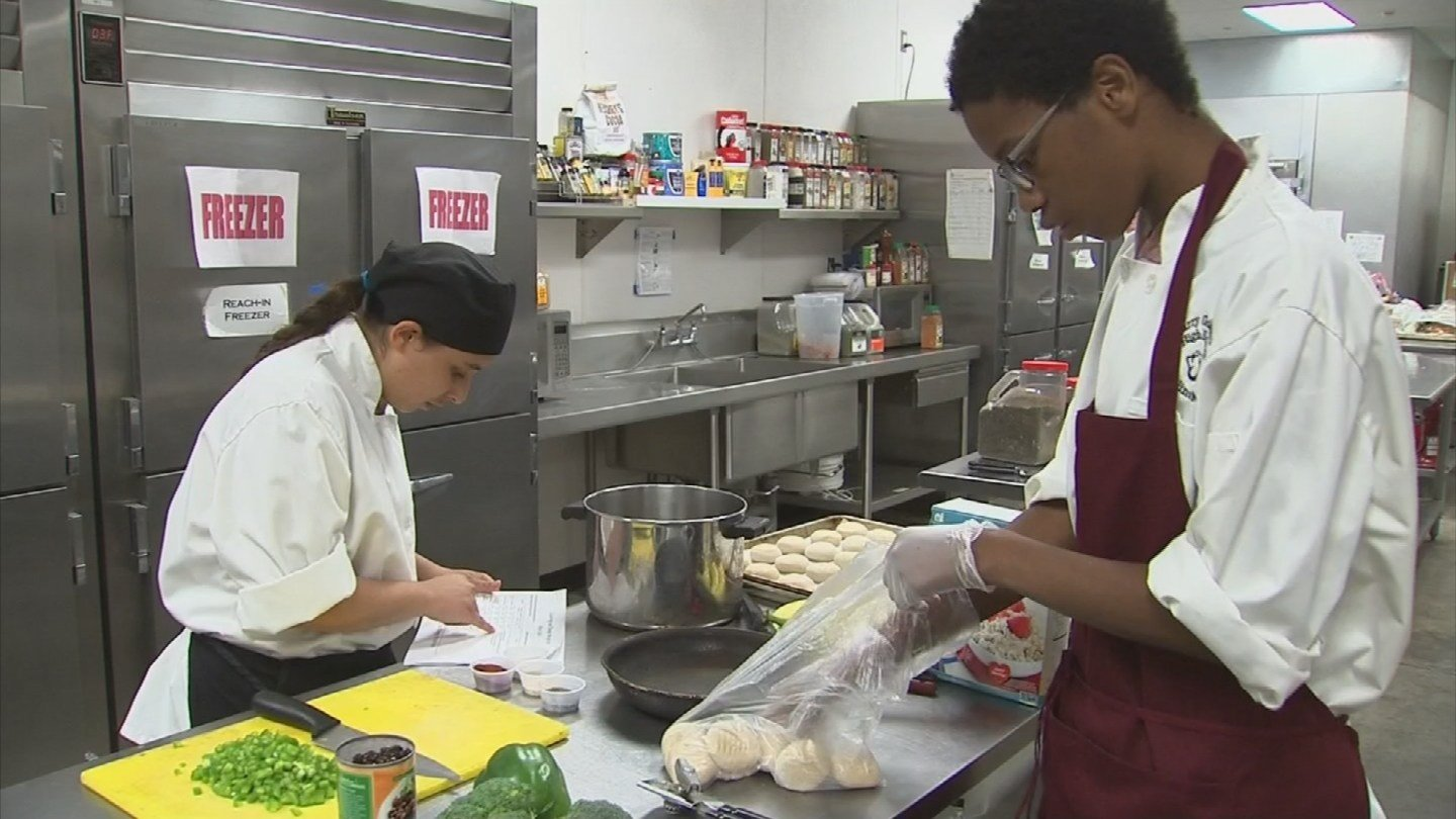 Student chefs at Barry Goldwater High School are competing in a national cooking contest. (Source: 3TV/CBS 5)