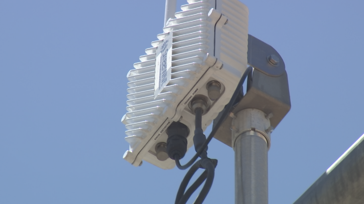 As vehicles equipped with transmitters get within about 900 feet of an intersection, they start trading information. (Source: 3TV/CBS 5)