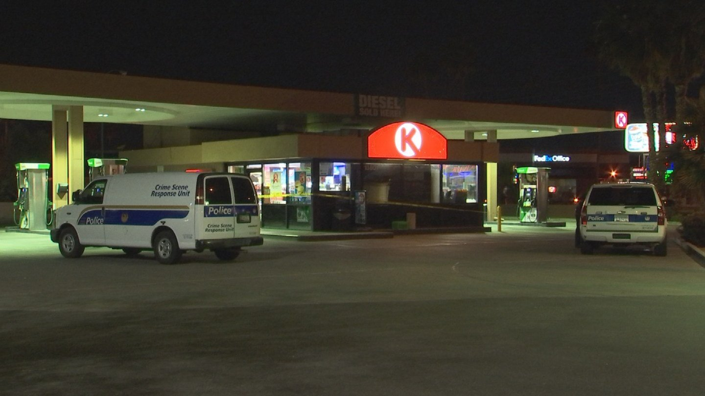 Suspects attempted to rob a Circle K at Thunderbird Road and Tatum Blvd.  (SOURCE: 3TV/ CBS 5)