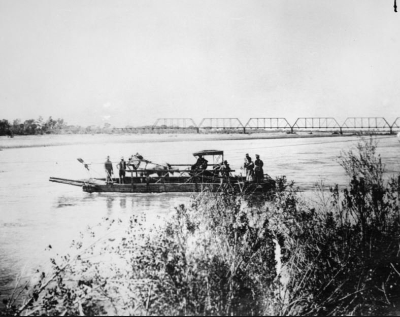 Hayden's Ferry crosses the Salt River circa 1890s. (Source: Tempe Historical Society)