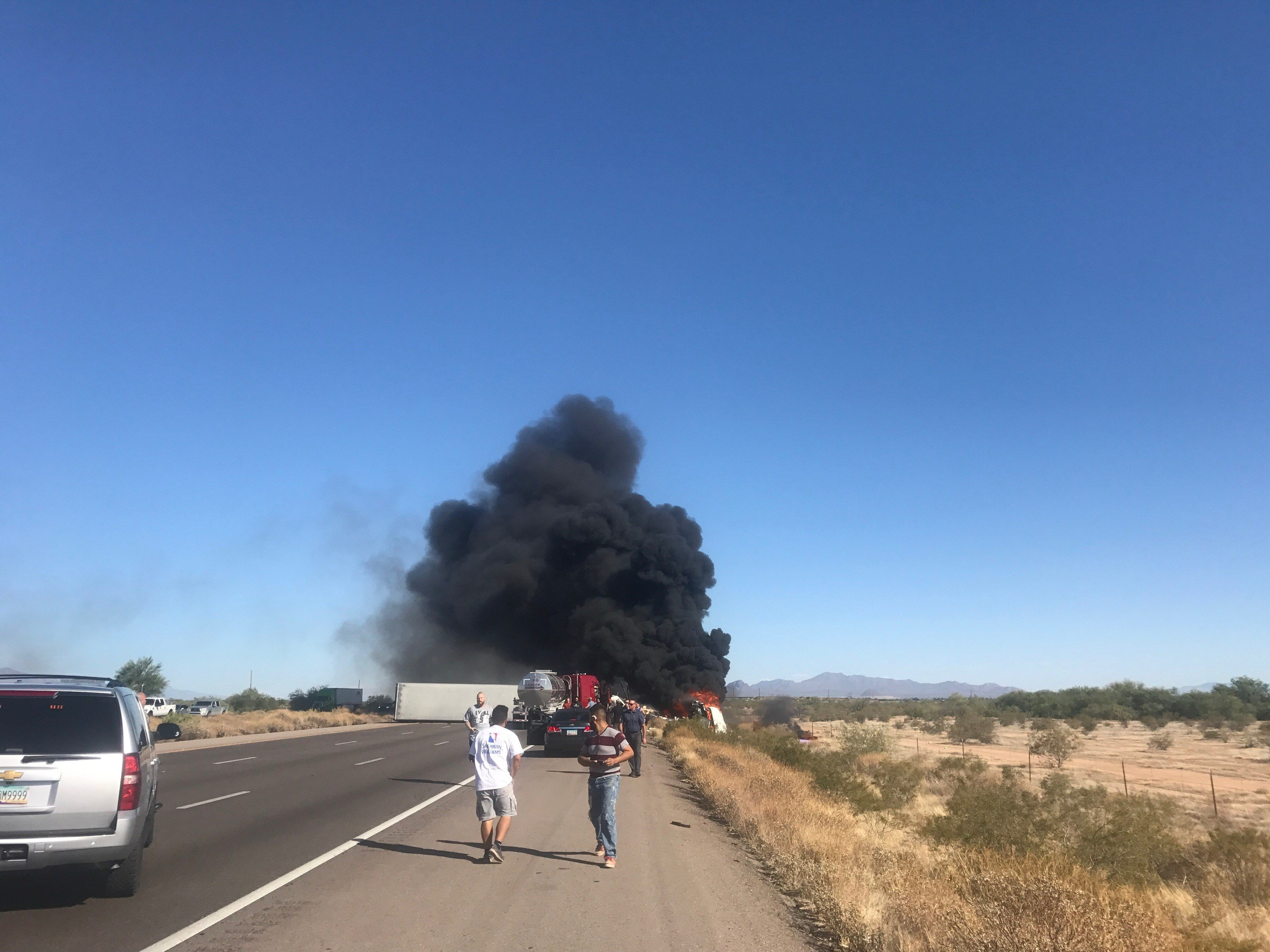 A semi-truck crash closed Interstate 10 north of Tucson Monday evening. (22 May 2017) [Source: KOLD]