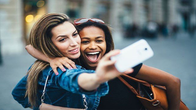 "Valley doctors blame ""selfies"" for the increase in head lice cases. (Source: 3TV/CBS 5)"