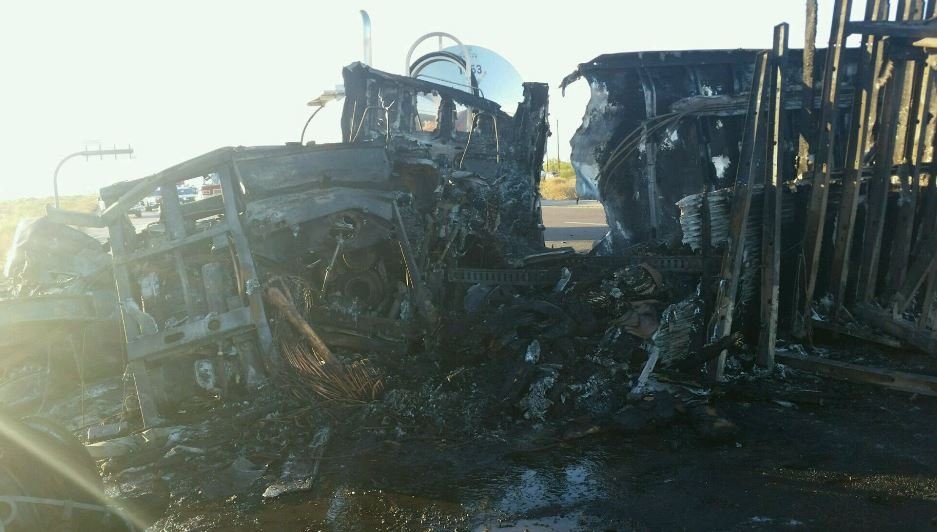 Burnt wreckage of a semi truck involved in an accident along I-10 Monday near Casa Grande. (22 May 2017) [Source: Arizona Department of Public Safety]