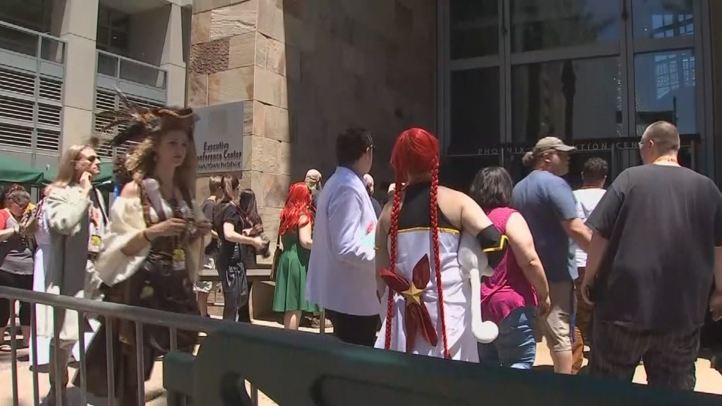 Security is tight at the Phoenix Comicon after the arrest of a man at the event Thursday. (26 May 2017) [Source: 3TV/CBS 5]