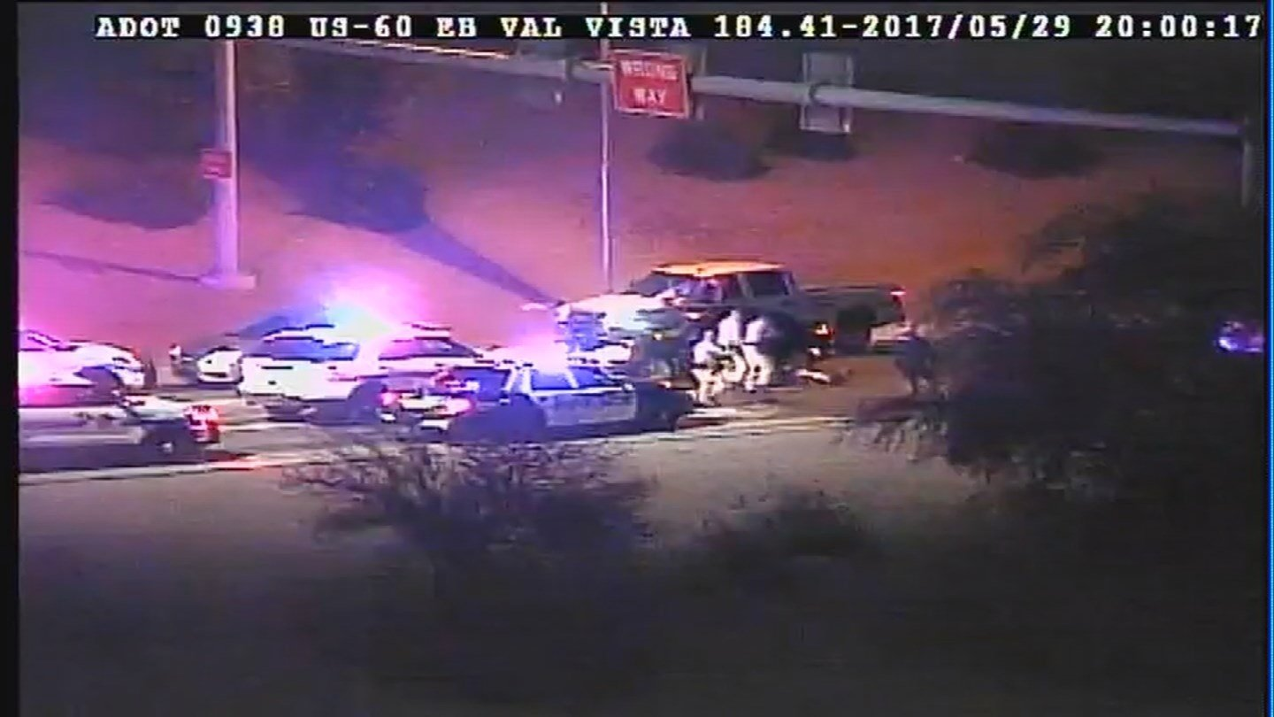 Arizona DPS troopers stop a wrong-way driver on US60 near Val Vista Monday night. (29 May 2017) [Source: 3TV/SBC 5]