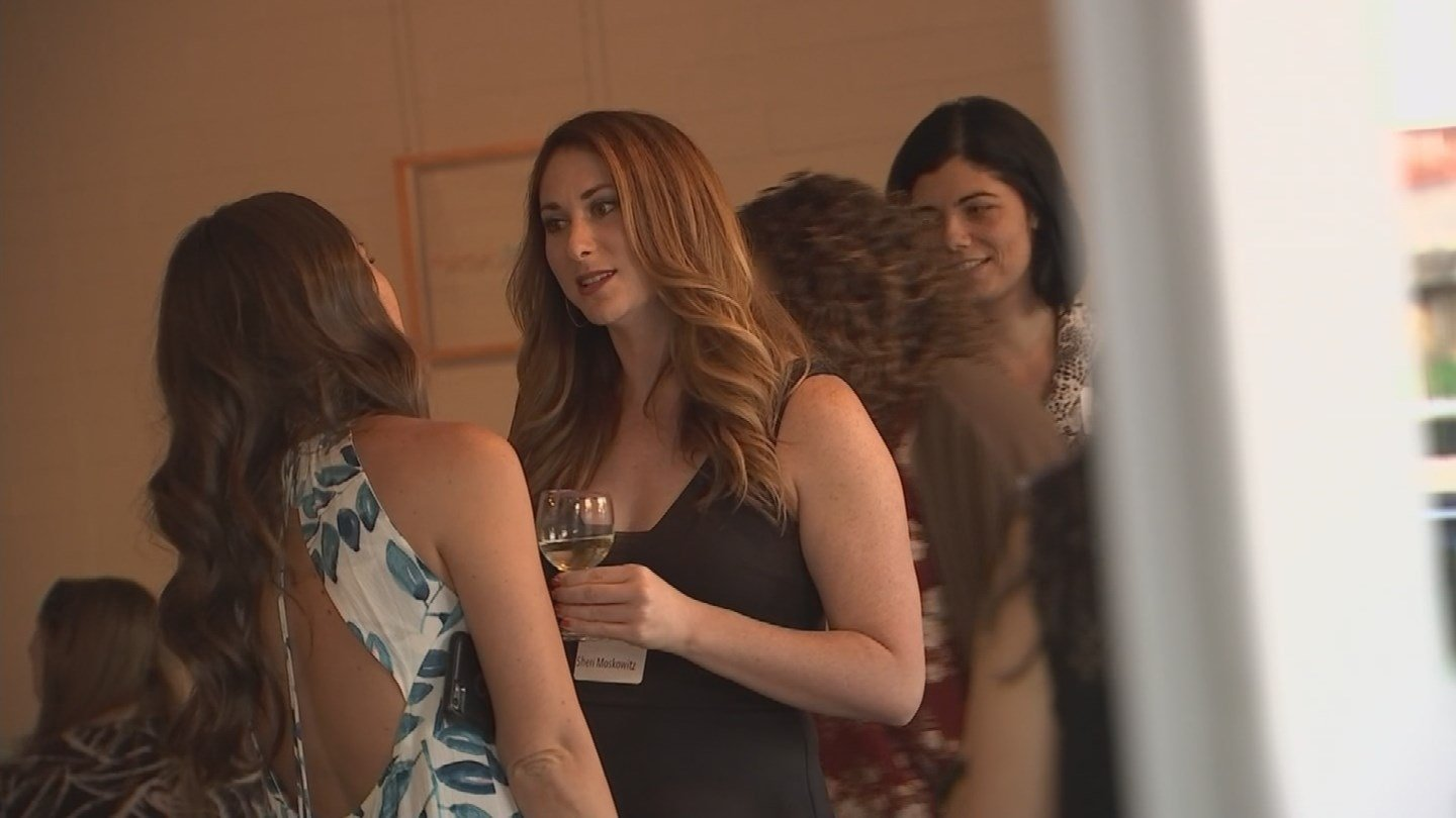 Mom bloggers gathered to share knowledge at a mixer in Scottsdale. (Source: 3TV/CBS 5)